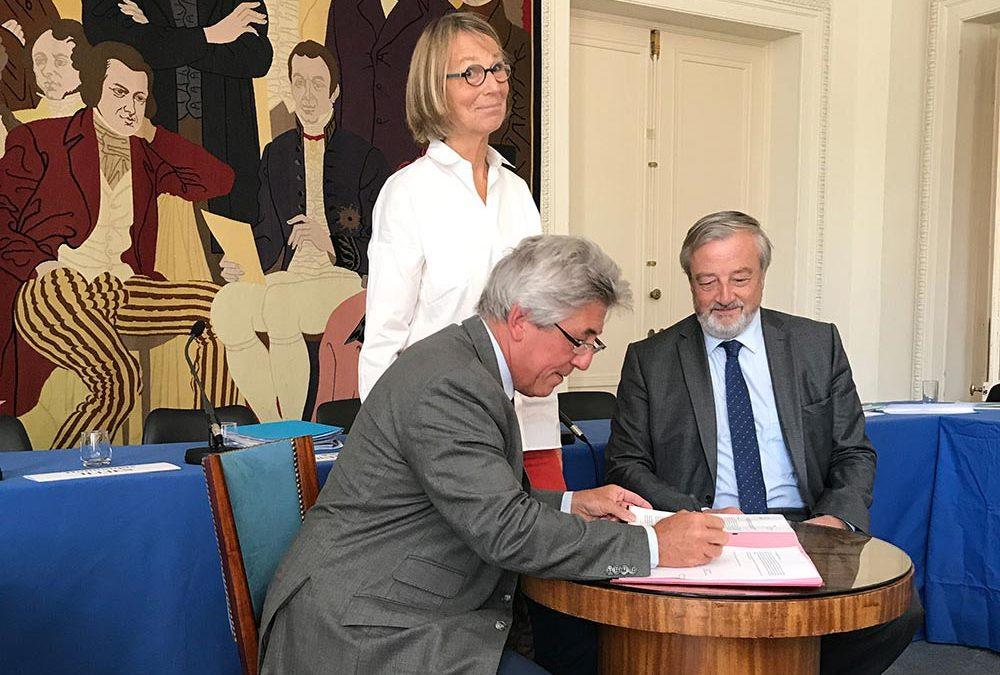 Signature d'un nouvel accord auteurs/éditeurs